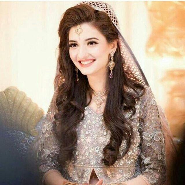Pin By Priyanka Sharma On Wedding Pakistani Bridal Makeup Pakistani Bridal Hairstyles Pakistani Bride Hairstyle