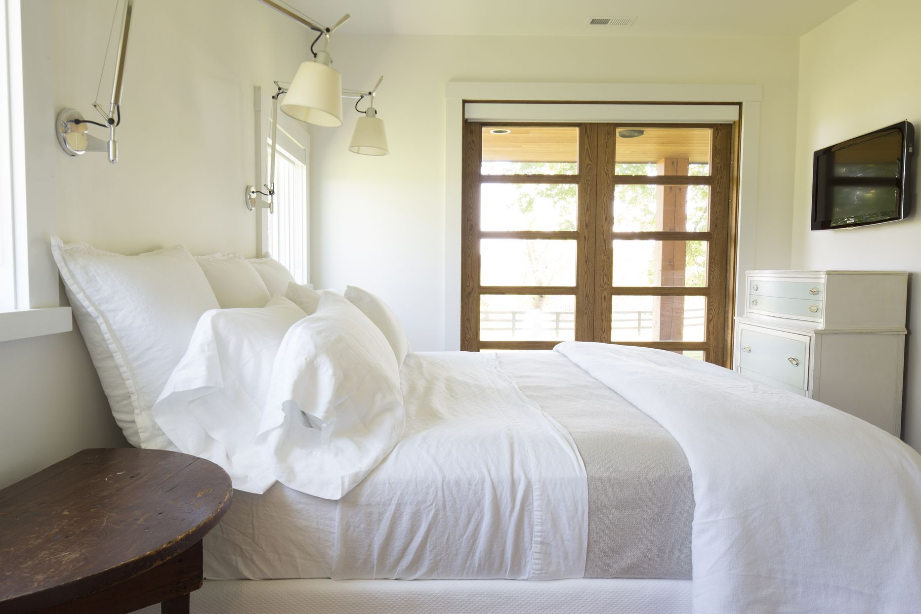 How to Keep the AllWhite Bedroom of Your Dreams AllWhite