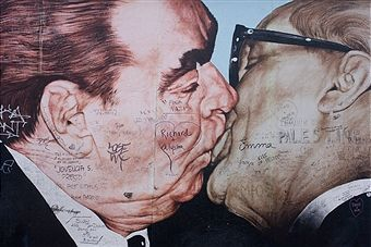 Giant Celebrity Murals Pictures Gallery East Side Gallery Berlin Wall Berlin Photography