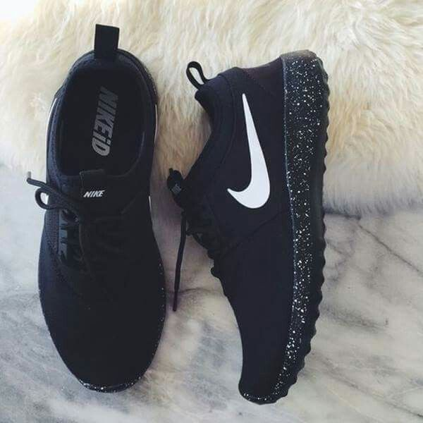 premium selection 5dcc5 aaf31 Pin by Jade McNeal on Shoes   Nike shoes, Shoes, Black running shoes