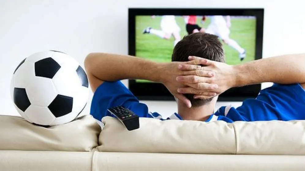 How to watch football online without lag in