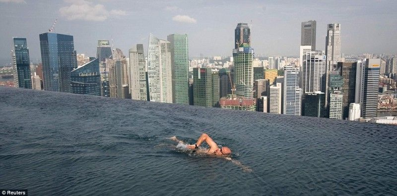 Infinity Pool Chicago s elevated pool in singapore built with a 150m