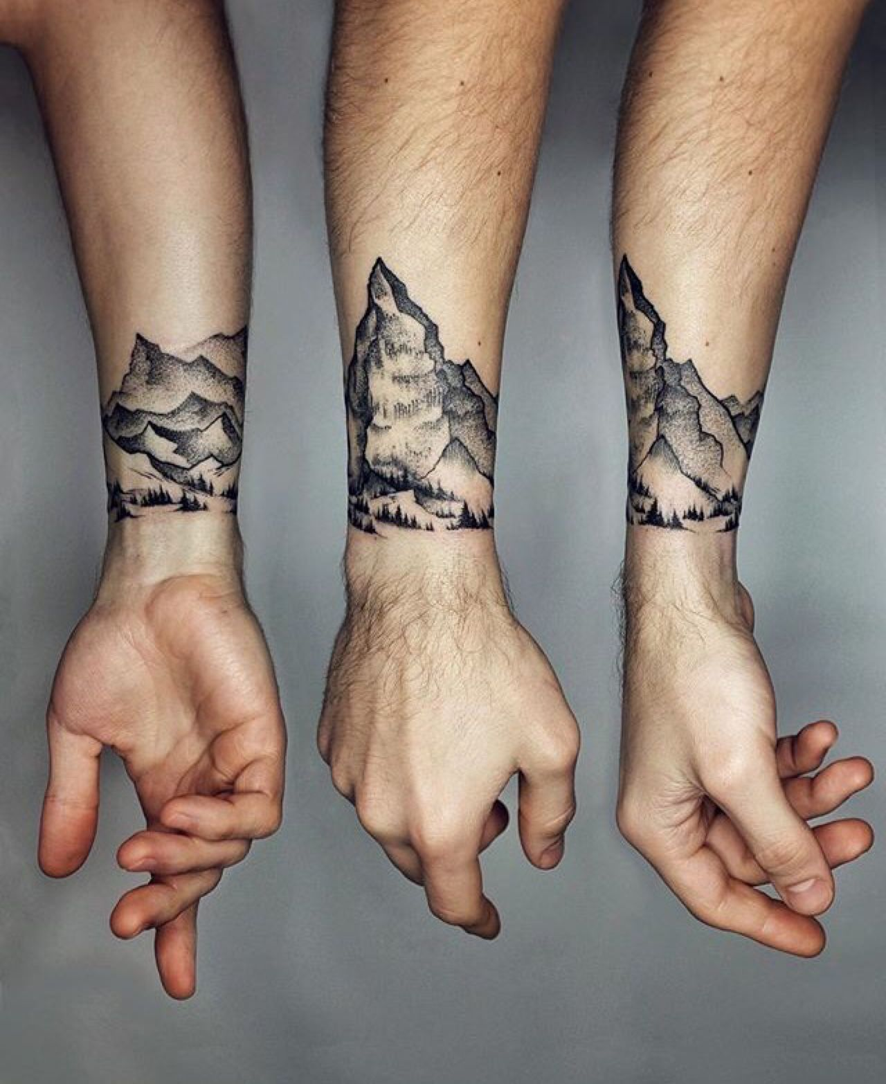 Mountain cuff tattoo pinterest tatouages tatouages montagne et id es de tatouages - Tatouage famille homme ...