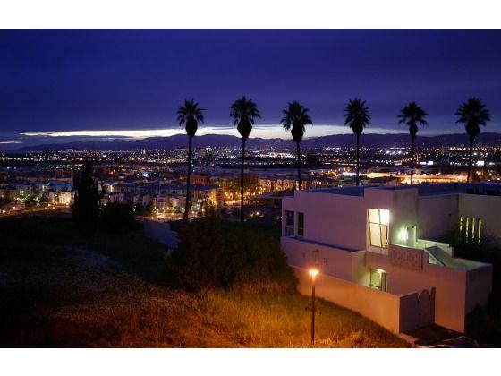 Loyola Marymount Overlooking Los Angeles At Dusk Loyola Marymount University College Campus Campus