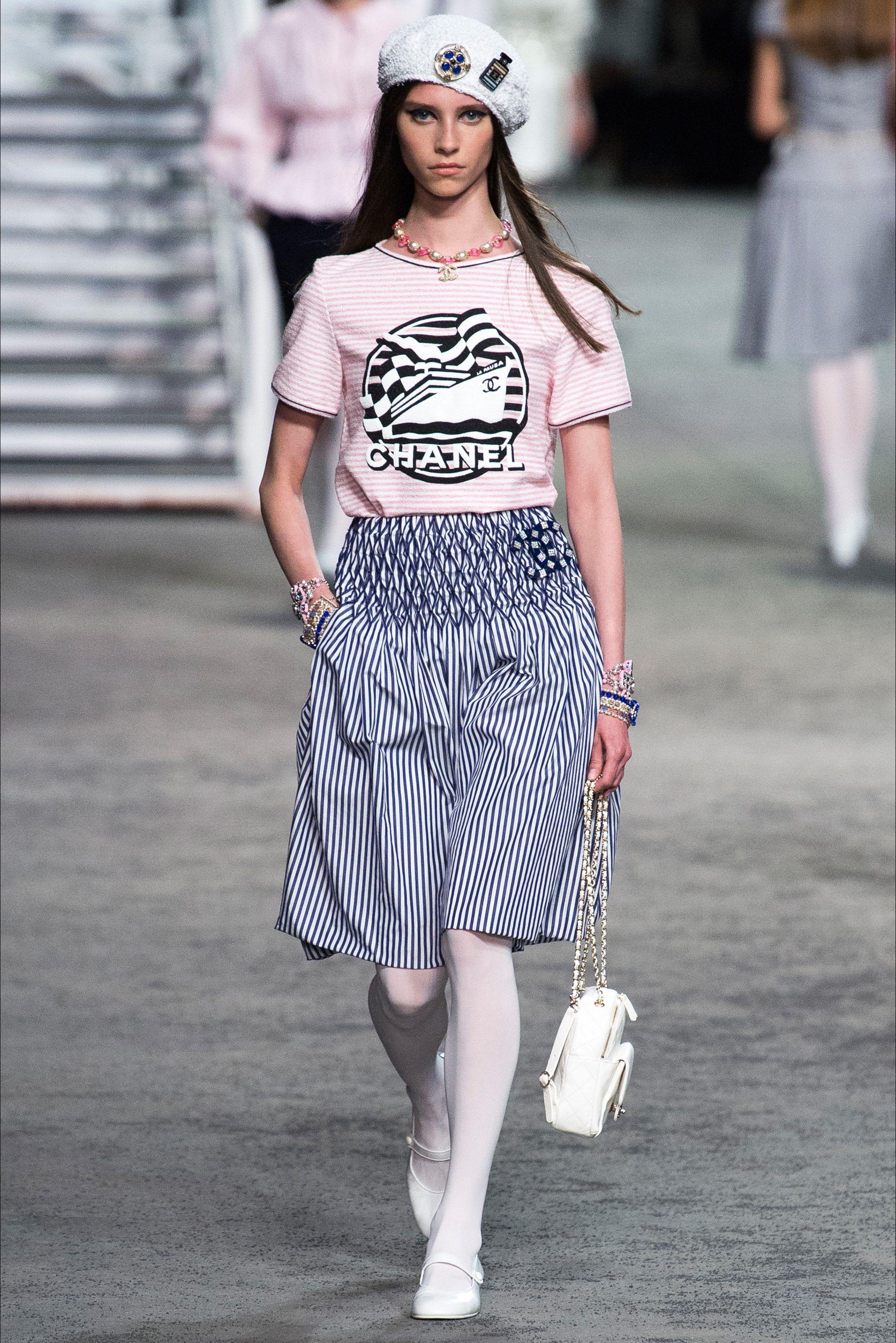 78a80c691a45 Sfilata Chanel Parigi - Pre-collezioni Primavera Estate 2019 - Vogue ...