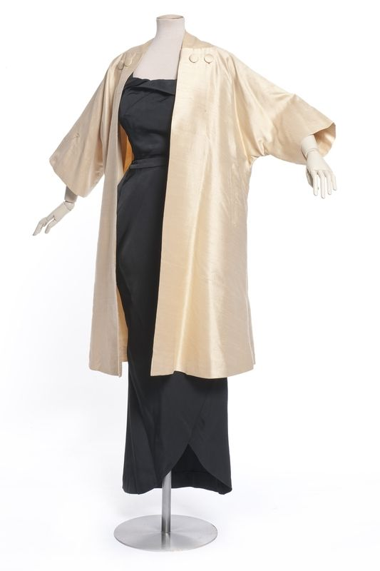 Christian Dior, manteau du soir, ensemble, collection printemps été 1953   Les Arts décoratifs