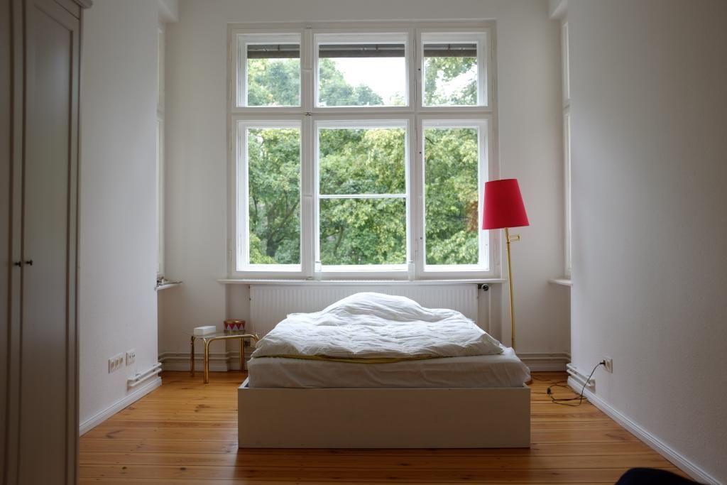 Ein guter Schlaf ist in diesem lichtdurchfluteten Schlafzimmer