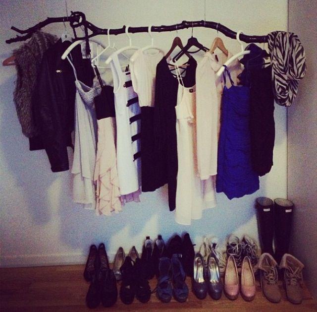 _ Min veninde Ailla's 'tøj-stativ' og sikke en kreativ ide. Elsker det, vil jeg også have!