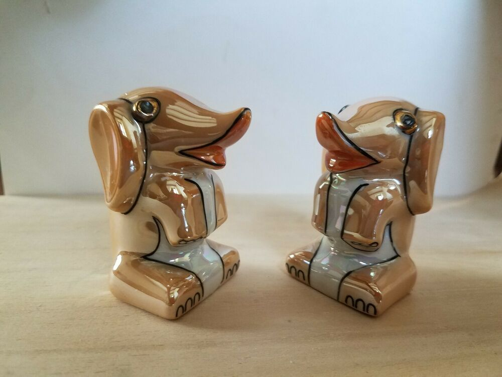 These Shakers Are From An Antique Auction In Reading Pennsylvania They Are In Perfect Condition Please Feel Free To Contact Me Salt Pepper Shakers Antique Auctions Vintage