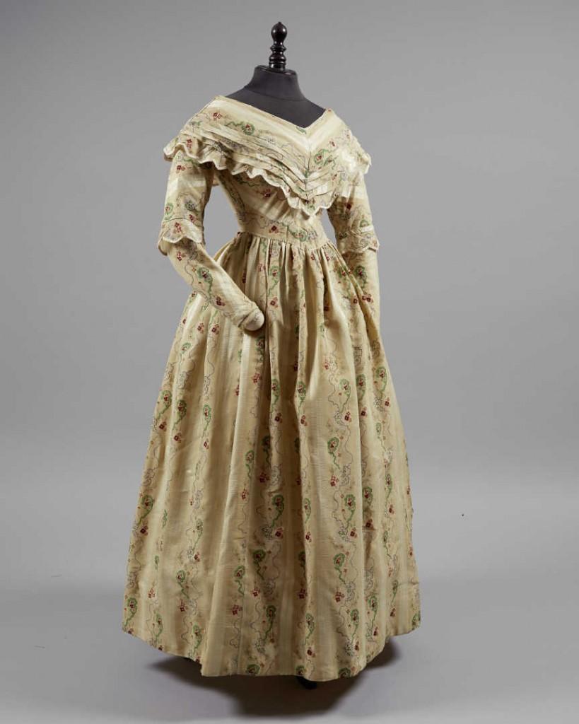 Pin By Nicole Nunez On Victorian Era Fashion 19th Century Fashion Victorian Era Dresses [ 1024 x 819 Pixel ]