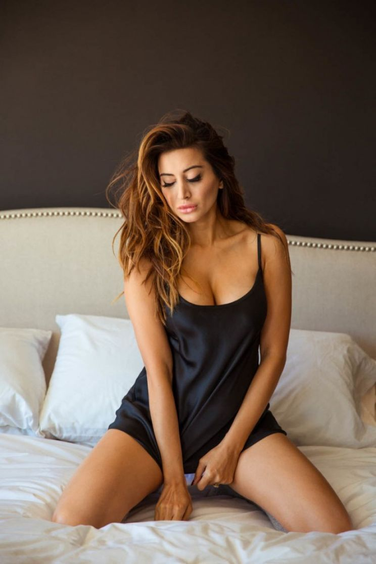 2019 Noureen DeWulf nudes (15 photos), Topless, Cleavage, Feet, butt 2020