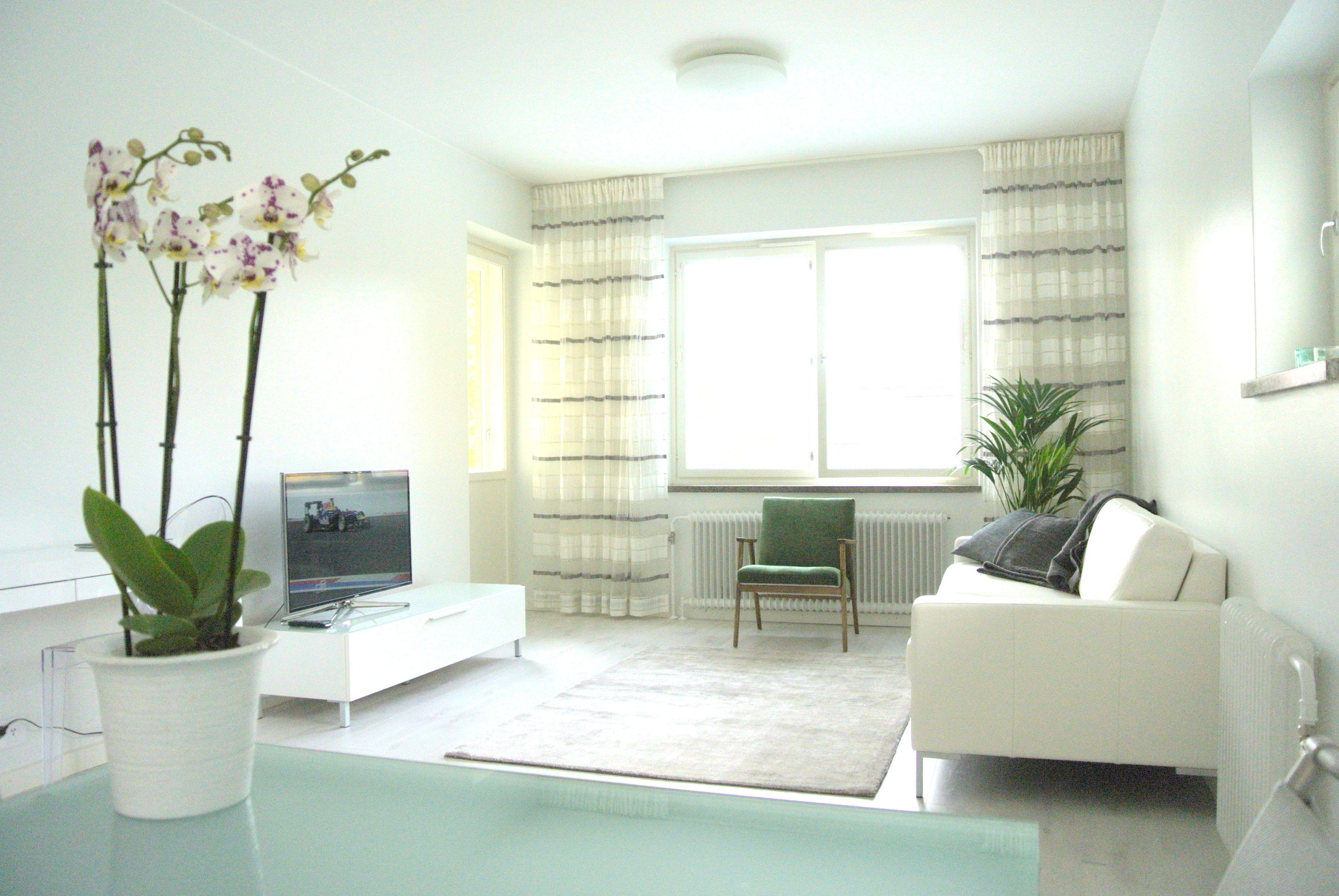 Valkoinen olohuone alkaa valmistua.