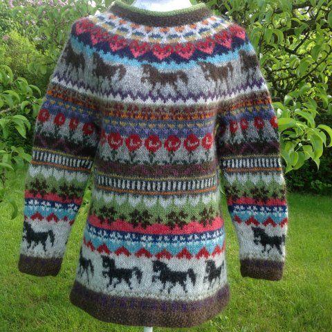 tøltende heste og fri fantasi, strikket i Létt Lopi (med