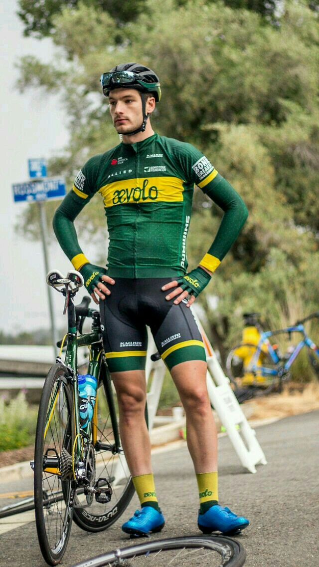 Sexy VPL bulge in his cycling shorts. More hot men  Adamb18 cd838c301