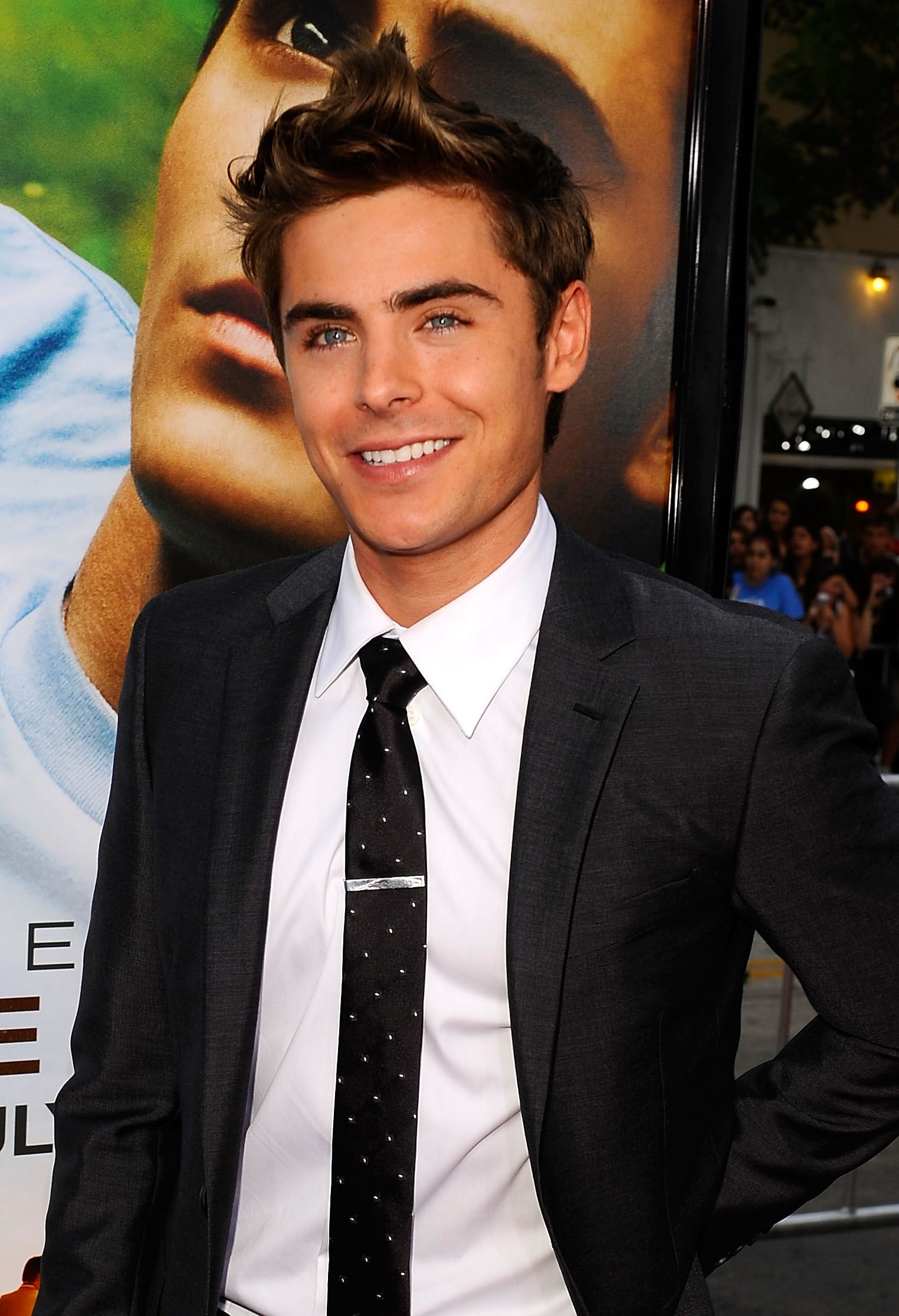 Mens haircut st louis zac efron has vanessaus sweet support at st cloud premiere  zac