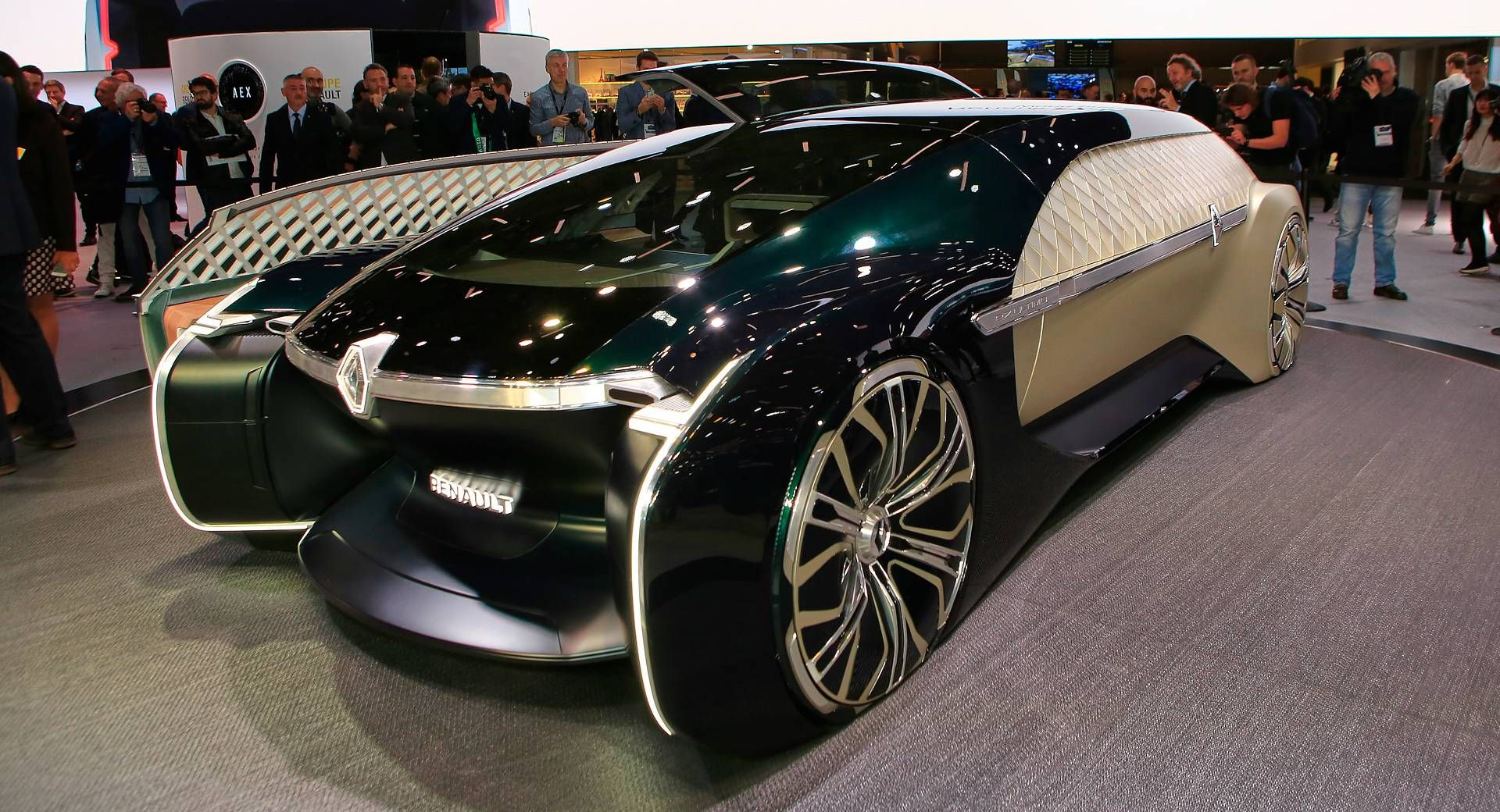 Renault Ez Ultimo Concept Envisions Self Driving Luxury Lounge Carscoops Concept Car Design Renault Self Driving