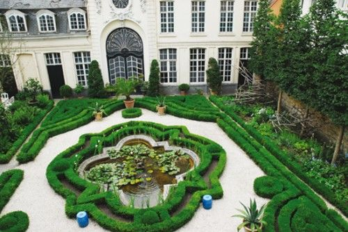 """""""In Ghent, Belgium, the historical garden of an 18th century building under monument protection has been embellished with contemporary elements. Although the city villa """"Hôtel Verhaegen"""" also serves as a luxury bed-and-breakfast, the garden is accessible only to the owners, who wanted to have greater privacy and be screened from the neighboring apartments."""