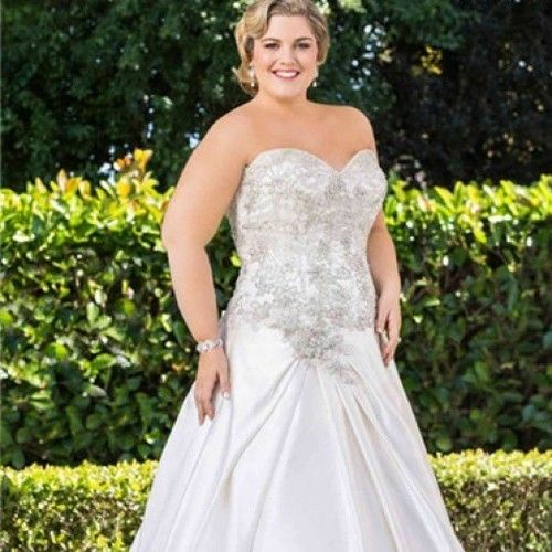 Plus size bridal gowns with beaded bodice | #plussizebridal #plussize #weddingdresses #weddinggowns #bridalgowns | www.dariuscordell.com