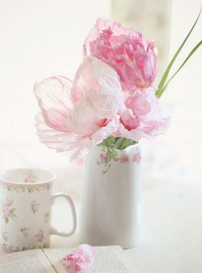 Nezhnye Cvety Izgotovlennye Iz Gofrirovannoj Bumagi Stavim V Vazu