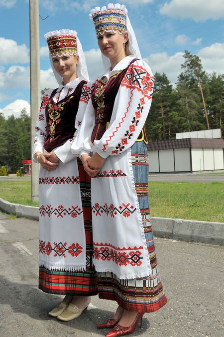 c89c3af5f9f90 Pin by Charles Rosenburg on European Folk Costumes in 2019 | Traditional  outfits, World cultures, Costumes around the world
