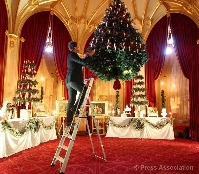Christmas at Windsor Castle. Beautiful!!