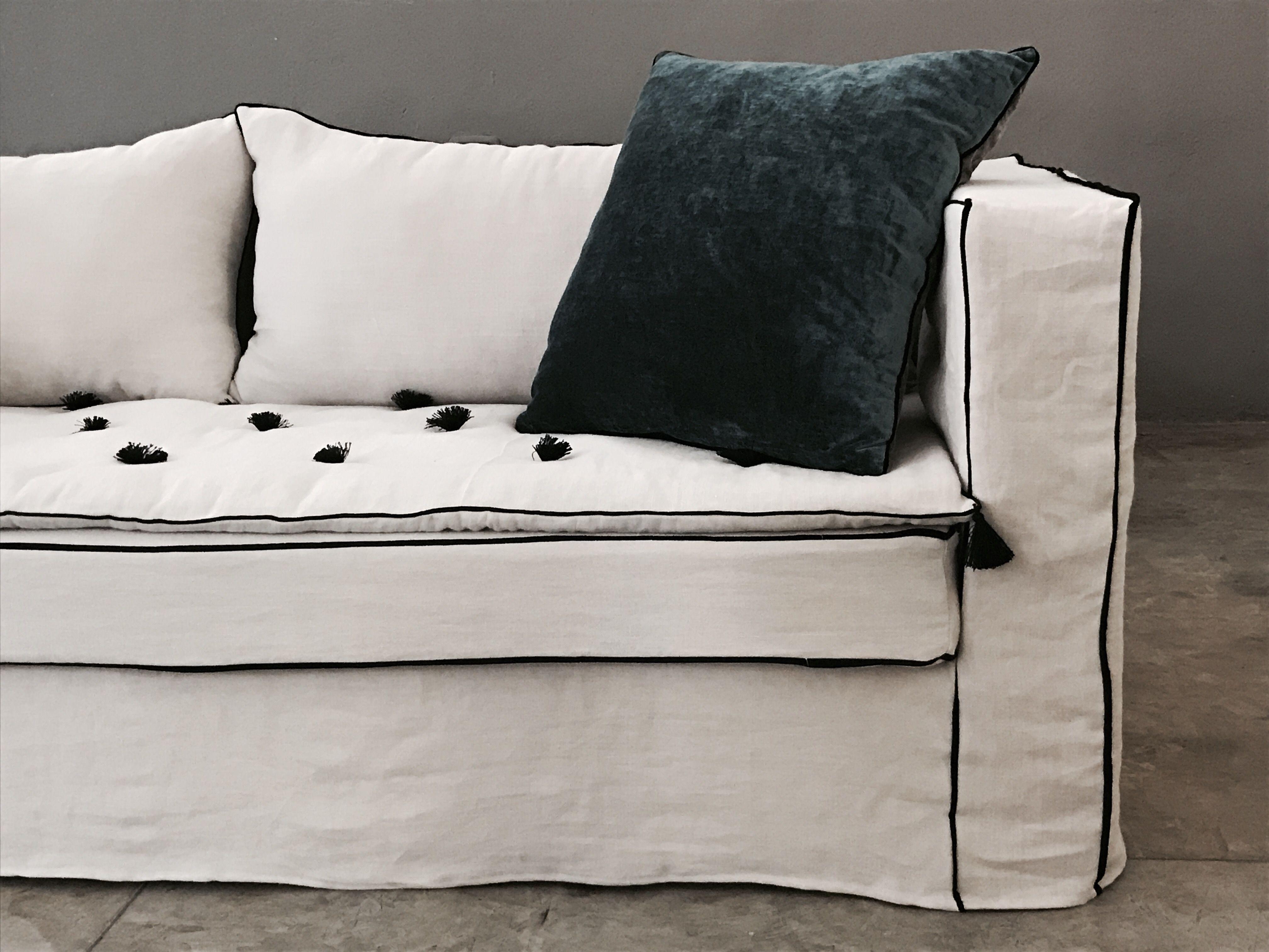 Canape Sur Mesure En Lin Lave Blanc Ambre Avec Liseret De Velours Noir Canape Canape Lin Housse Canape