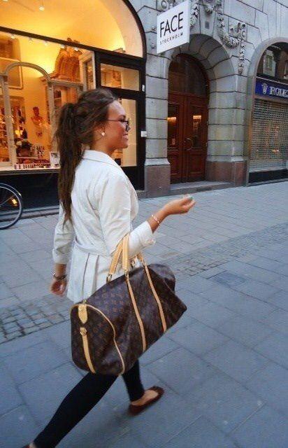 Image via We Heart It https://weheartit.com/entry/152062068/via/3954323 #bag #brunette #girl #hair #LouisVuitton #sunglasses