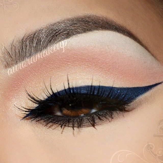 """Love the idea of this deep blue for liner @auroramakeup always gorgeous #Anastasiabeverlyhills #auroramakeup"""