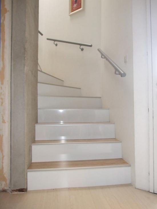 Renovation D Escalier Beton Avec Contre Marche Aluminium Laque Blanc A Mulhouse 68100 Idee Deco Escalier Escalier Beton Escalier Bois