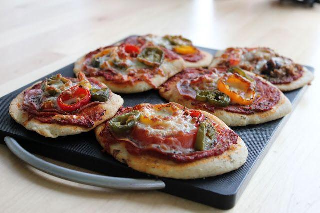 Huvilaelämää ja mökkiruokaa: Minipizzat (gluteeniton ja tavalliset)