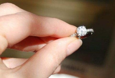why don t men have engagement rings