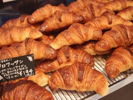 パン店「BONHEUR MAISON(ボンヌール・メゾン)」(世田谷区代田1、TEL 03-3414-8555)が駒沢から世田谷代田に移転して1カ月がたった。