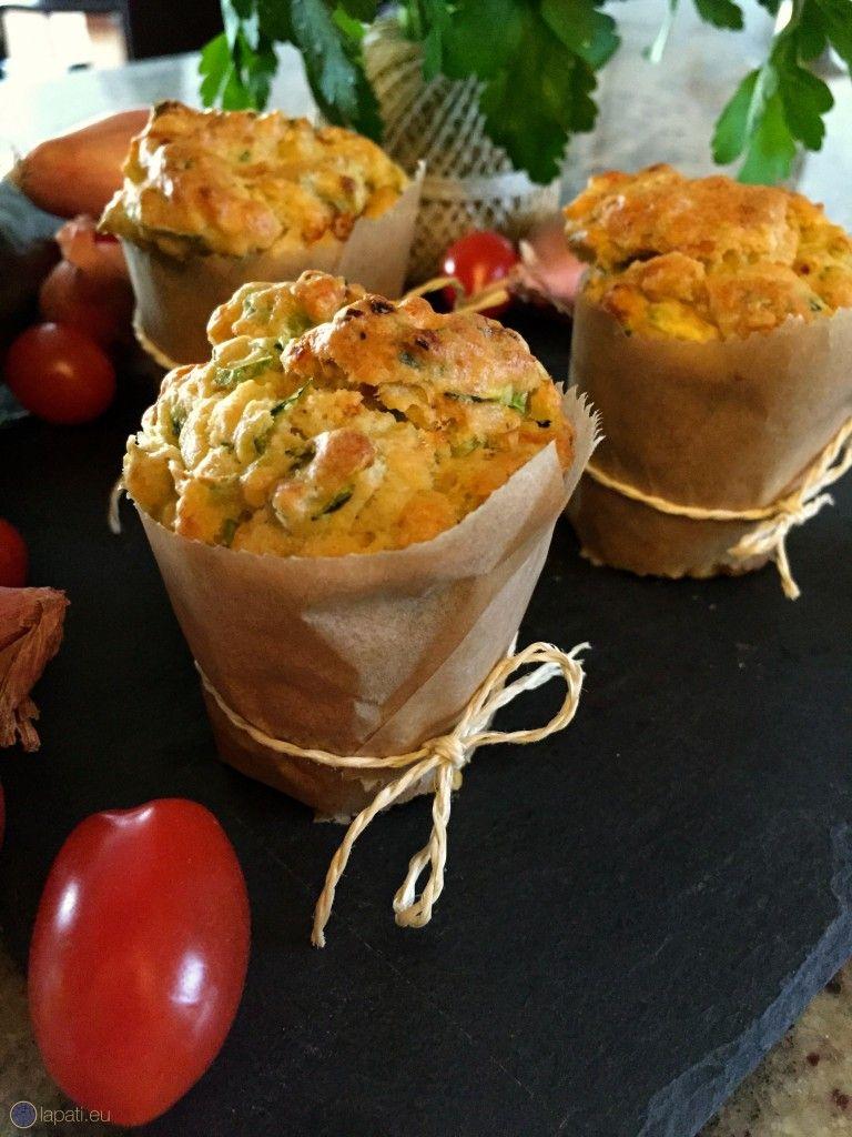 leckere gem se muffins mit zucchini zwiebel tomate und mehr delicious vegetable muffins. Black Bedroom Furniture Sets. Home Design Ideas