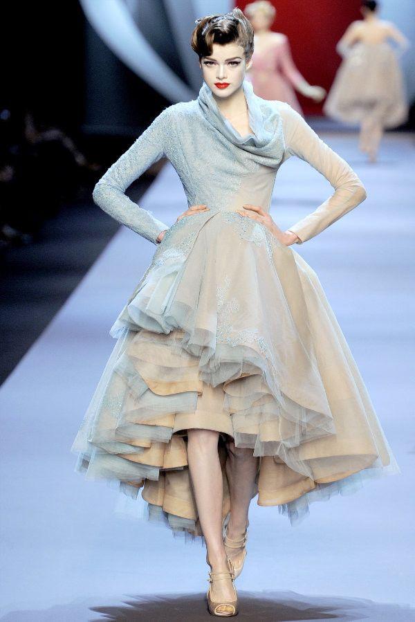 7e783cb90bf78 CHANEL・Dior・PRADAなど、一度は着てみたいハイブランドのドレス ...