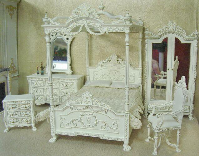 Dolls house bedroom mirror