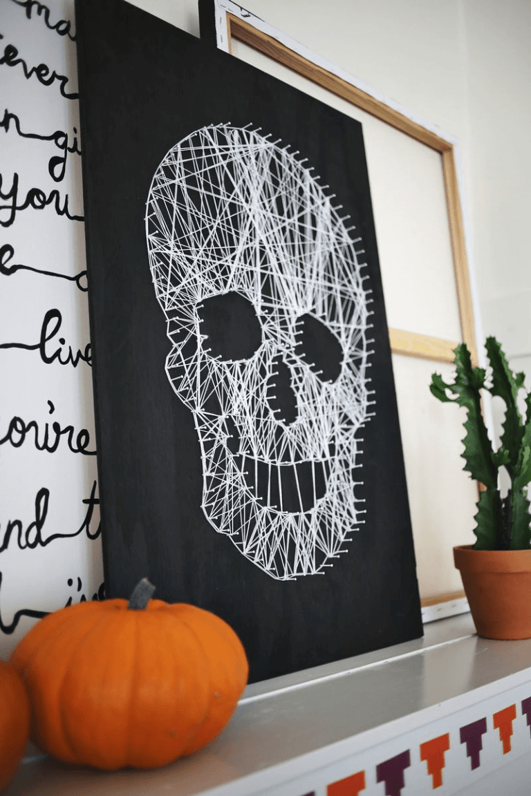 string makes scary skull diy indoor halloween decorating ideas