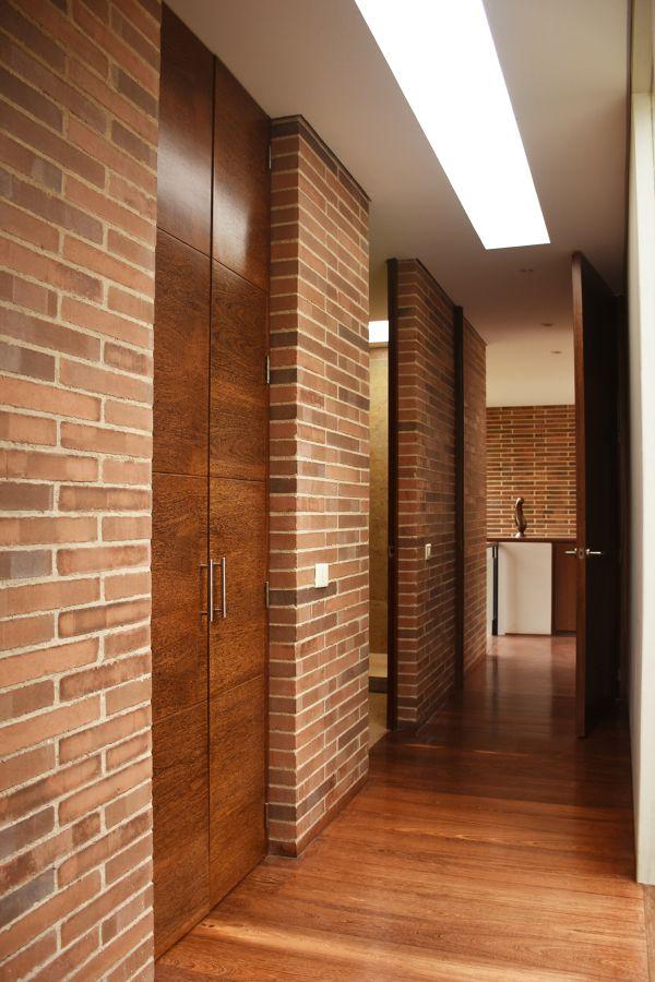 Puertas, pisos , espacio interior.
