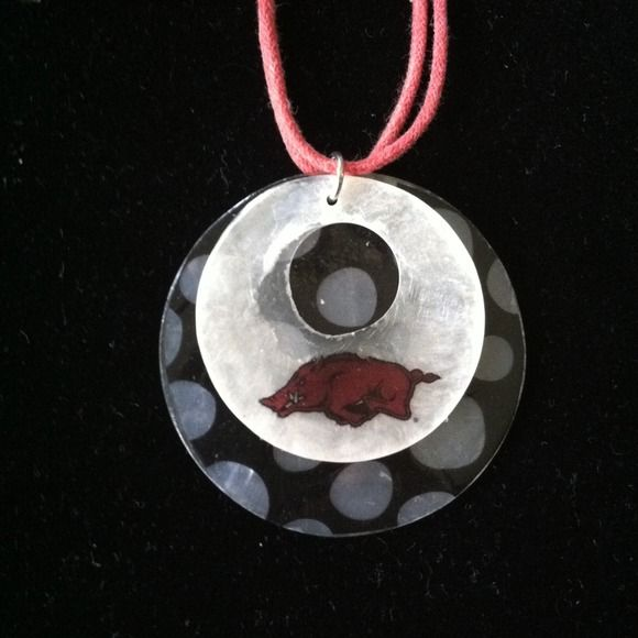 Arkansas Razorback jewelry set! Unique earrings and shell necklace set! Get ready for your next tailgate party! Jewelry