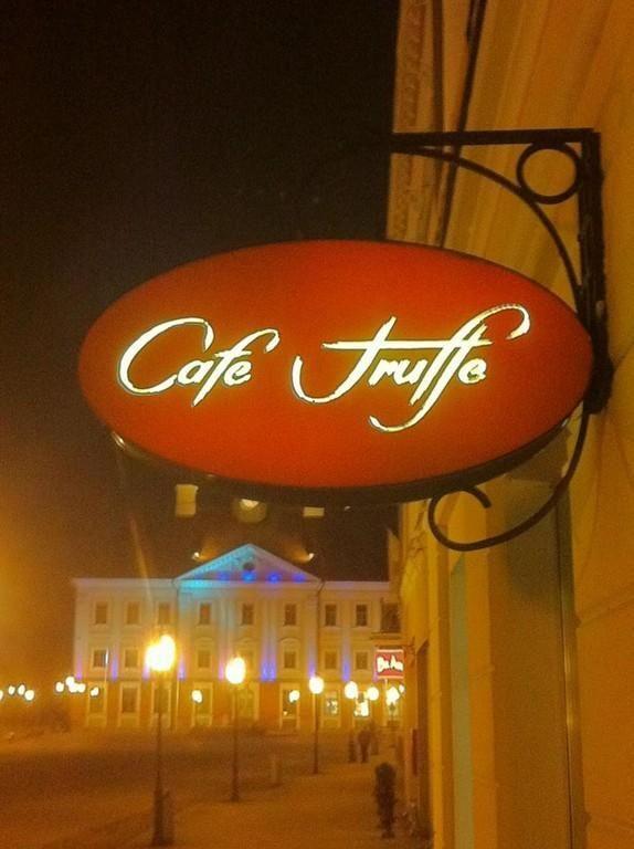Ravintolat: Cafe Truffe. Tarton maakunta, Viro.