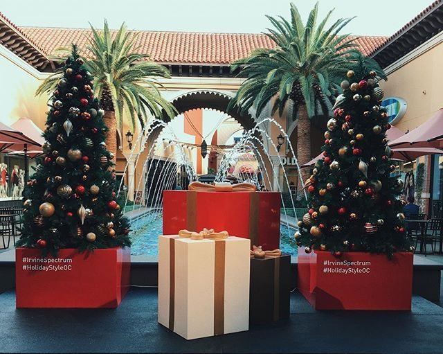 It S Beginning To Look A Lot Like Christmas Everywhere You Go Irvinespectrumcenter Selfiespot Holiday Decor Table Decorations Decor