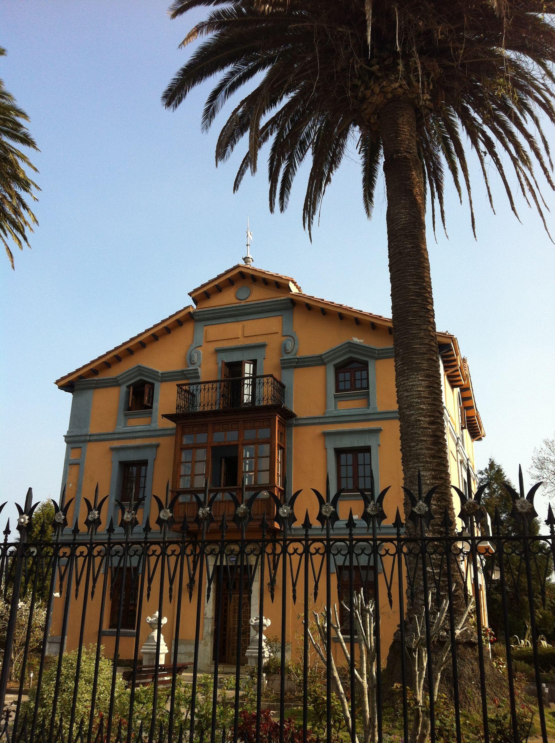 Casa de indianos en colombres asturias casas de indiano en el cant brico pinterest - Casa de asturias madrid ...