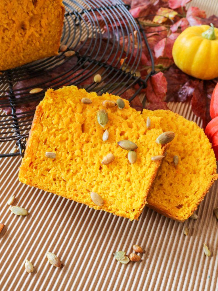Herzhaftes Kürbisbrot - perfekt für den Herbst #herbstgerichte