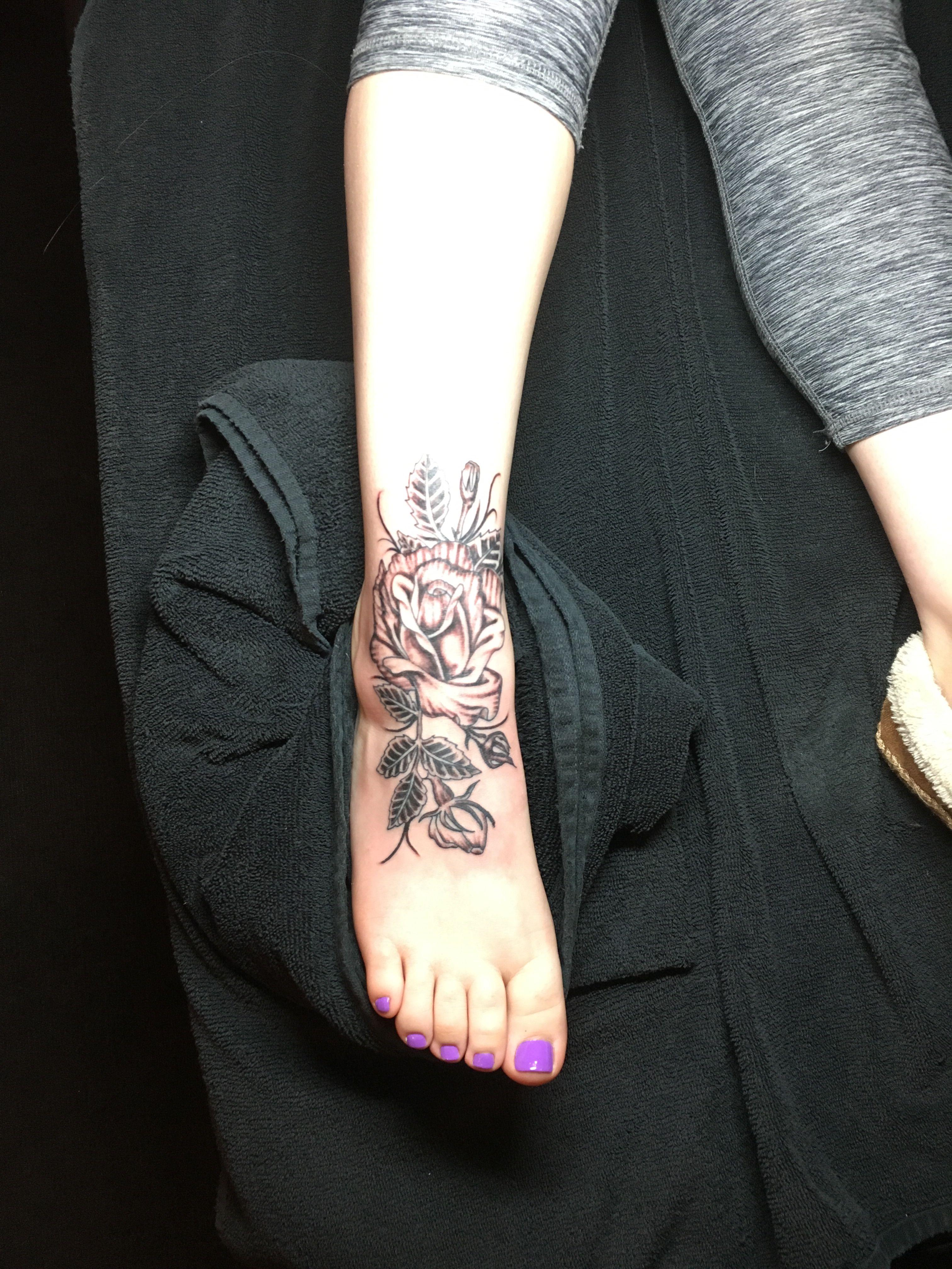#tattoo #style #art #love #rose #flowertattoo #rosetattoo #tattoos #tattoodesign #blackandwhite #foottattoo #ankletattoo
