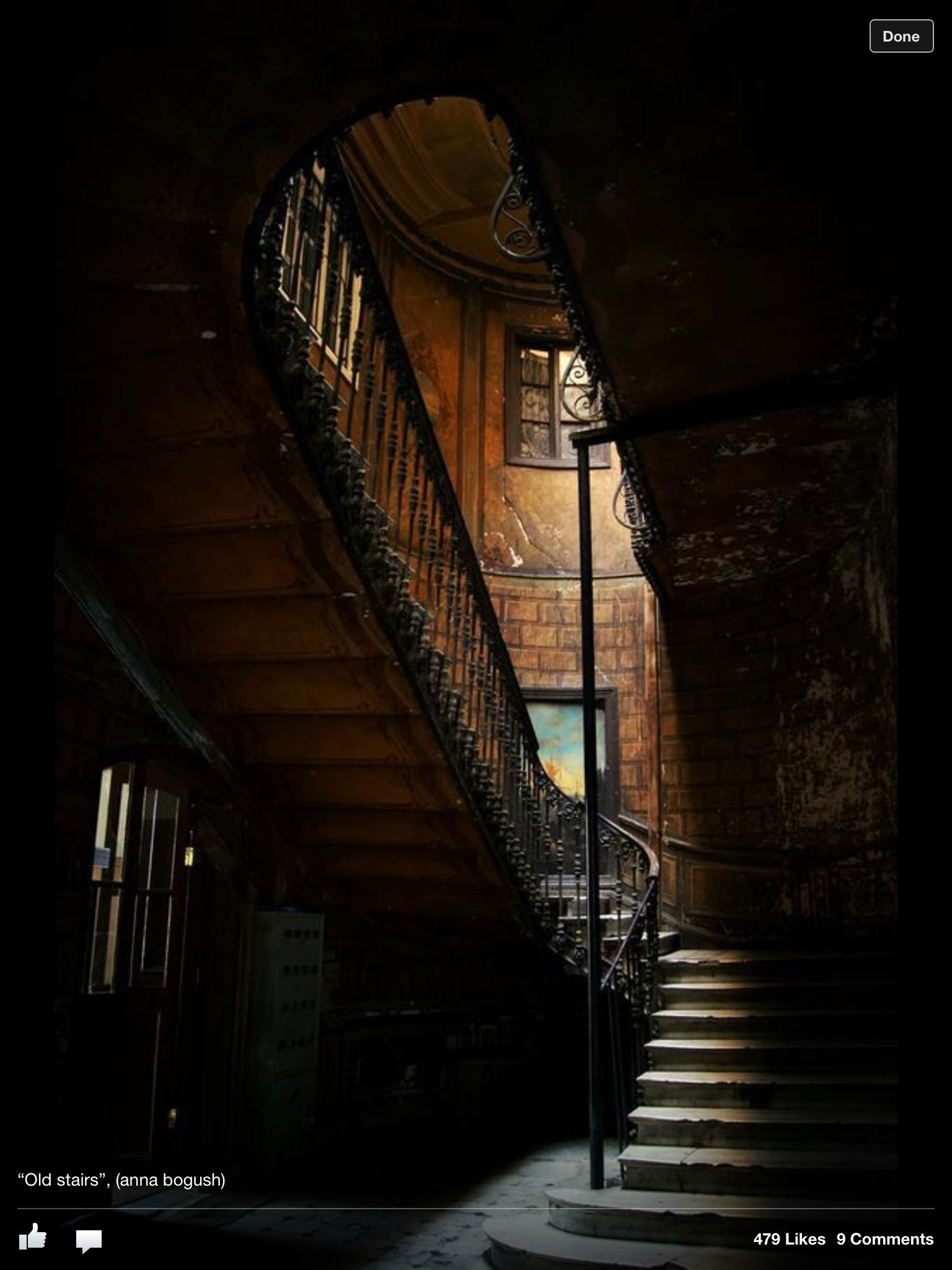 Mysterious stairs Escalier, Maison abandonnée, Lieux hantés