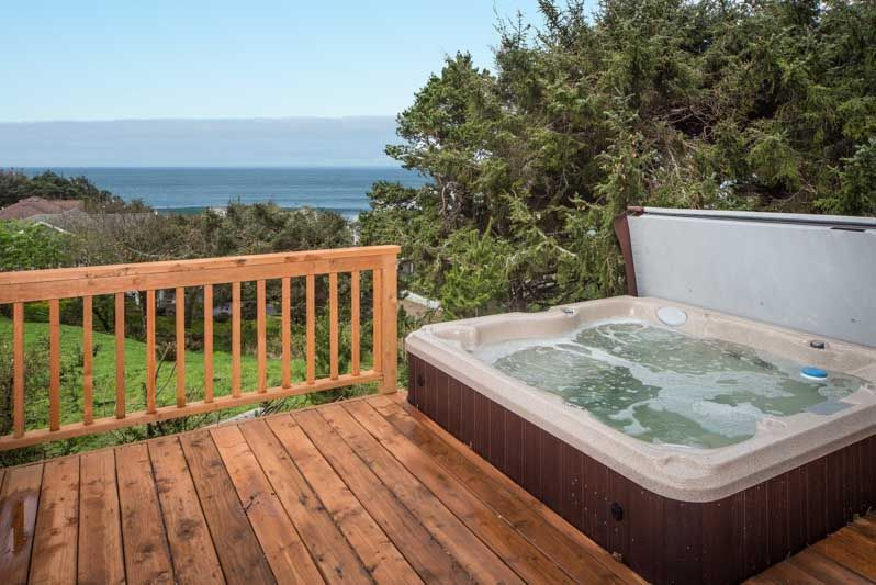 House Vacation Rental In Lincoln City From Vrbo Com Vacation Rental Travel Vrbo Hot Tub House Rental Lincoln City