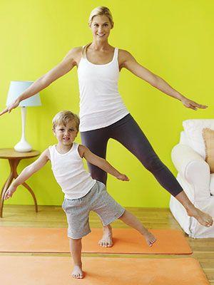 Ocho posiciones de yoga para hace con pequeñitos. Los nombres fueron cambiados para que sean divertidos y fáciles de recordar por los chicos. Tiempo total: menos de 10 minutos: justo al borde del punto limite de caída de atención.
