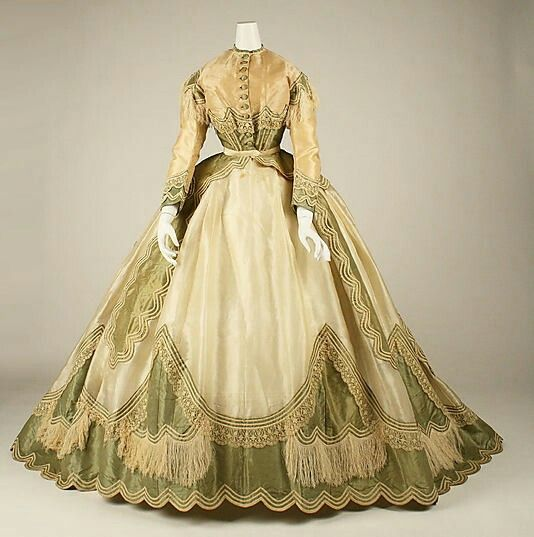 French dress (1867-1869) made of silk and cloth.