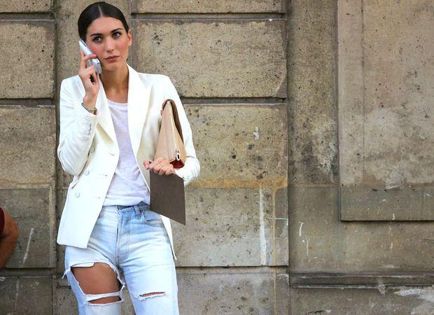 Aposta das marcas especialistas em jeans, as calças rasgadas estão pelas lojas; Gloria Kalil esclarece onde elas entram | Chic - Gloria Kalil: Moda, Beleza, Cultura e Comportamento