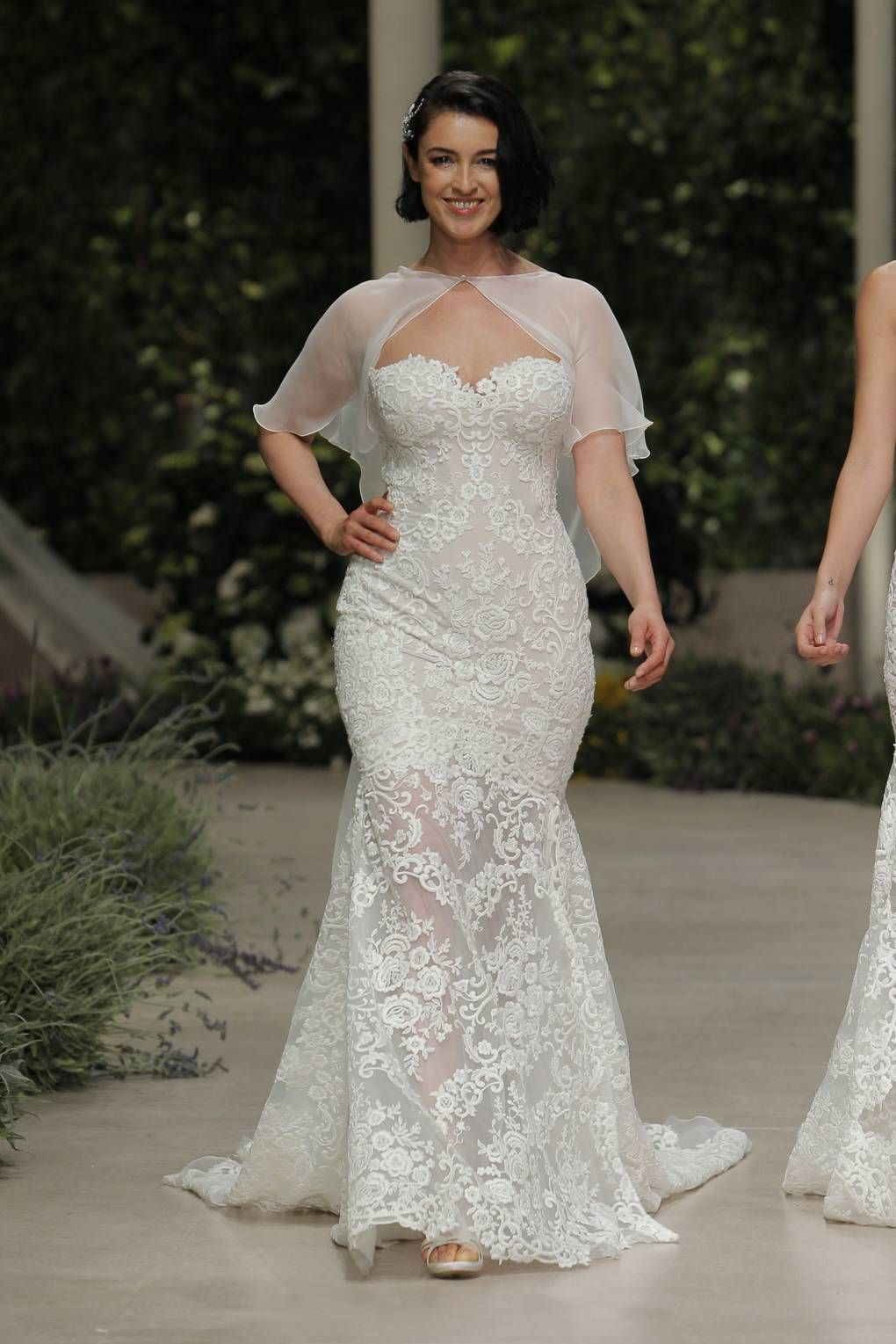 Wedding dresses for girls with curves in wedding dresses
