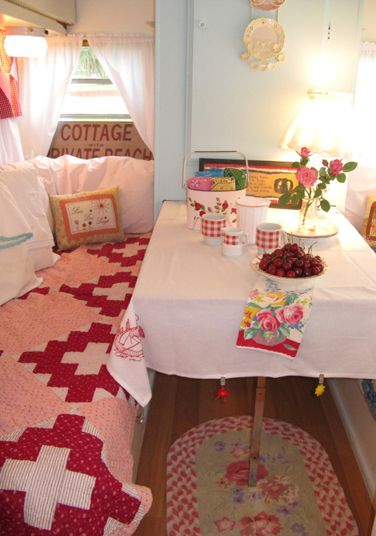 What A Cute Inside Trailer Love The Throw Rug Vintage Campers Trailers Pinterest Rugs Caravans And Camping